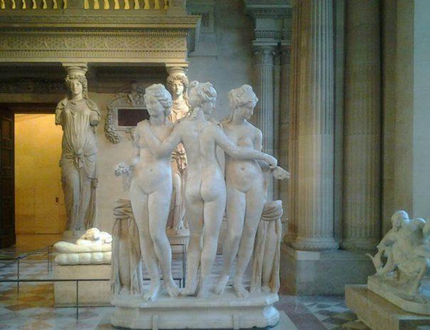 204_Louvre_Muzesi_uç_guzeller